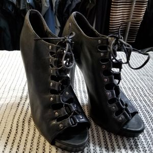 Preowned black Aldo lace up heels sz 37
